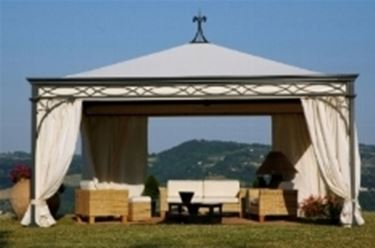 Gazebo in ferro con tende